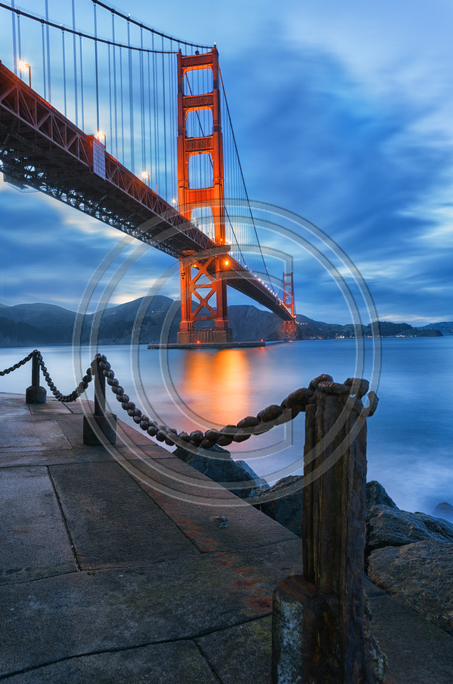 Golden gate Bridge : Dusk at Fort Point, San Francisco